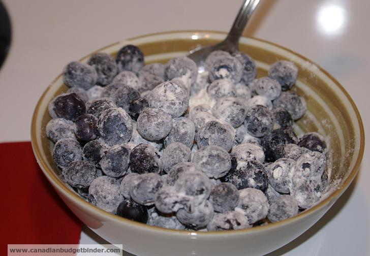 flour-coated-blueberries
