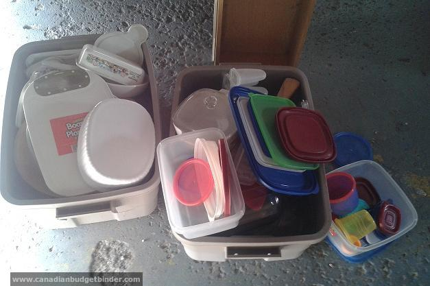 unorganized-plastic-containers